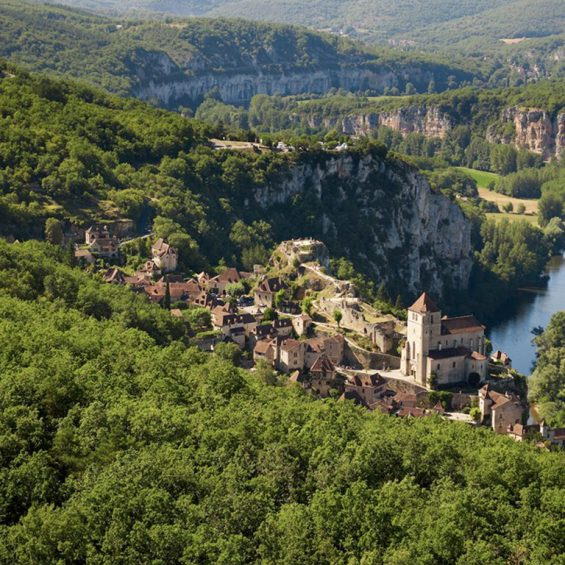 Camping-Lot-Dordogne_Country-Club-Adult_Chateau-La-Comte_Region_SaintCirqLapopie